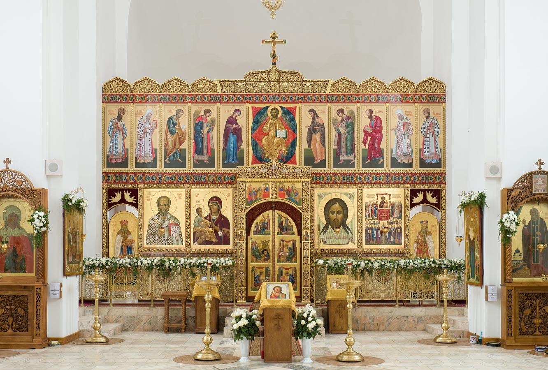 Создающийся центральный иконостас в храме во имя Торжества Православия в Алтуфьево, г. Москва